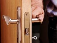 Как врезать замок в межкомнатную дверь – пошаговая инструкция для самостоятельной работы