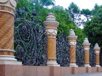 Забор для частного дома — выбор материала, особенности ограждения