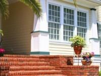 Крыльцо в частном доме: варианты отделки, фото