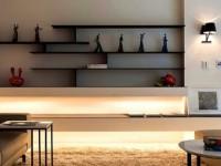 Дизайн полочек на стену в гостиную — функциональное и декоративное назначения, фото подборка