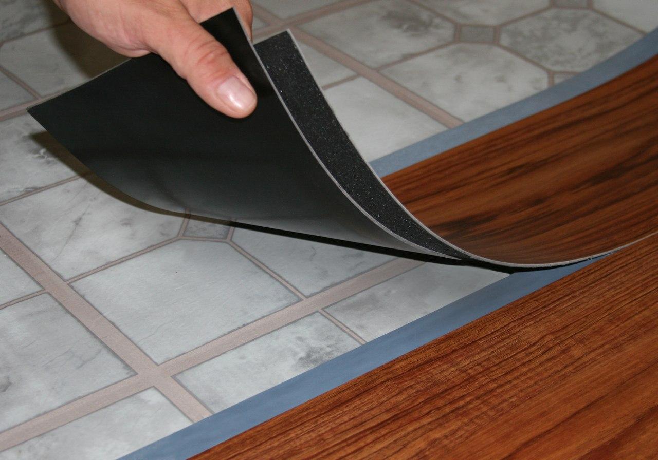 плитка пвх для пола фото интерьера