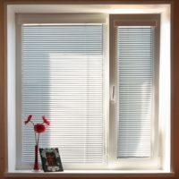 Жалюзи на пластиковые окна -100 фото идей вертикальных и горизонтальных жалюзей!