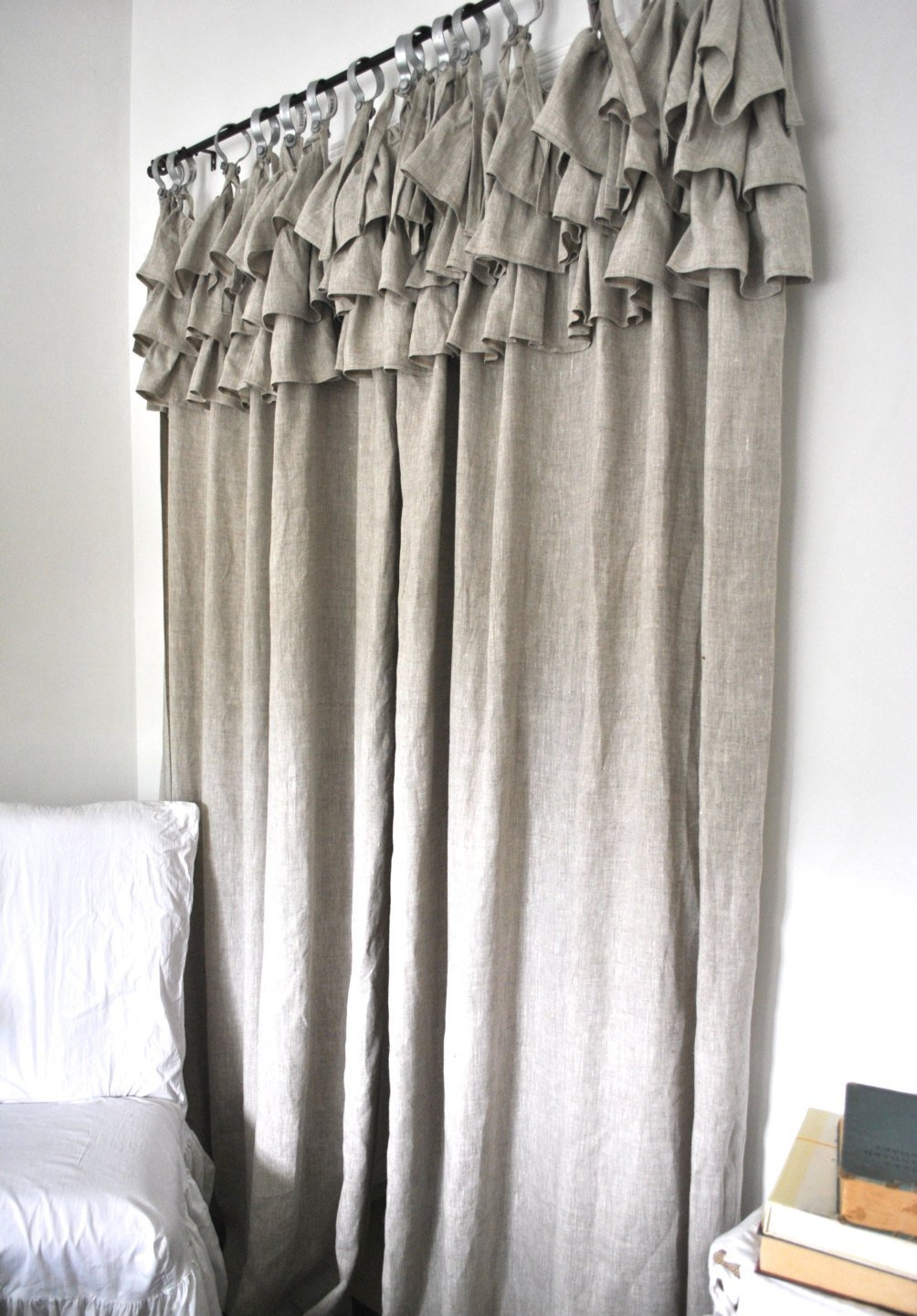Льняные шторы для спальни