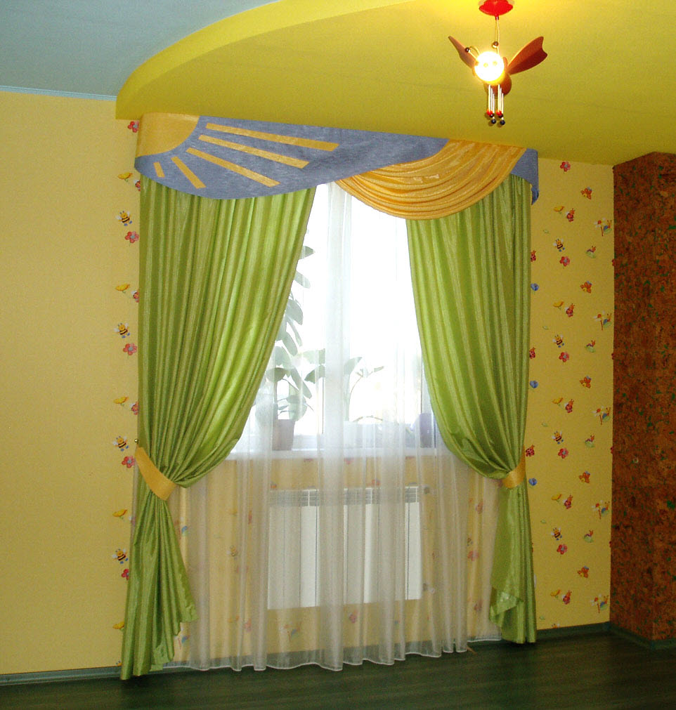 Как красиво сделать в детской комнате шторы
