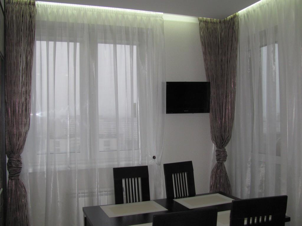 шторы на кухню с лоджией фото