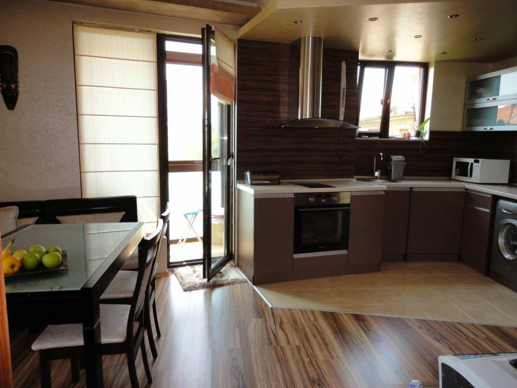 Шторы на кухню с балконом 3