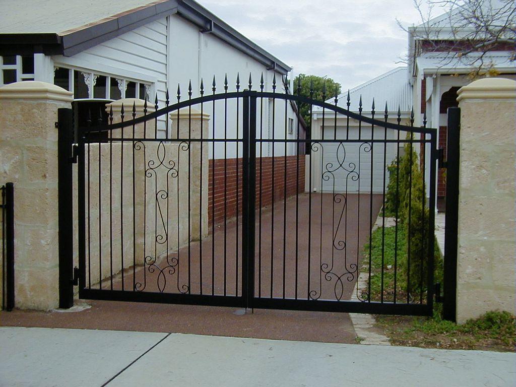 gates-swing-lrg1