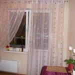 shtory-dlya-kuxni-s-balkonnoj-dveryu3