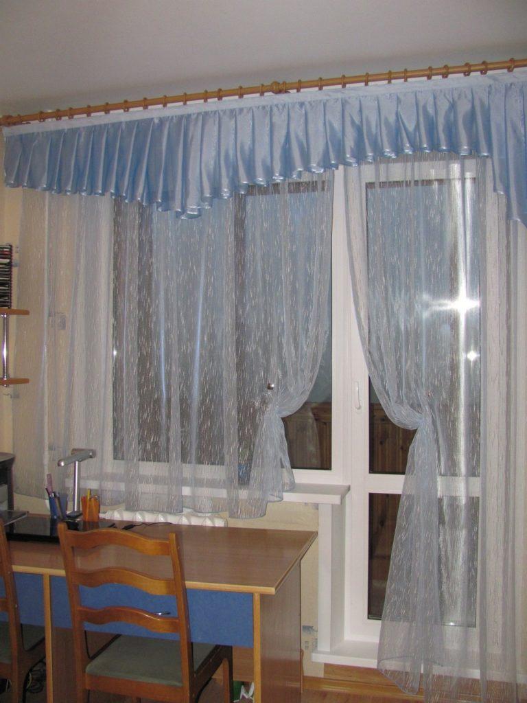 Шторы для окна с балконом своими руками