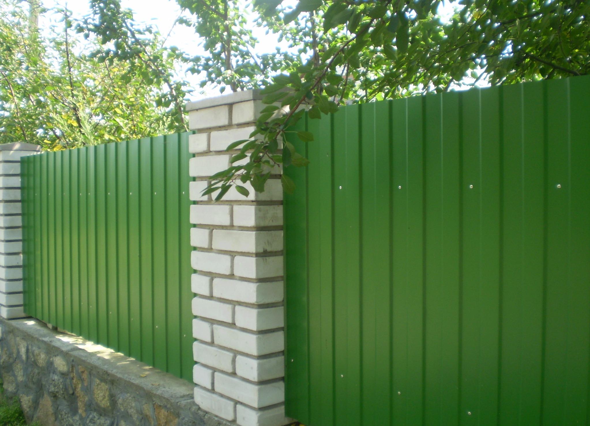 Виды деревянных заборов для частных домов фото