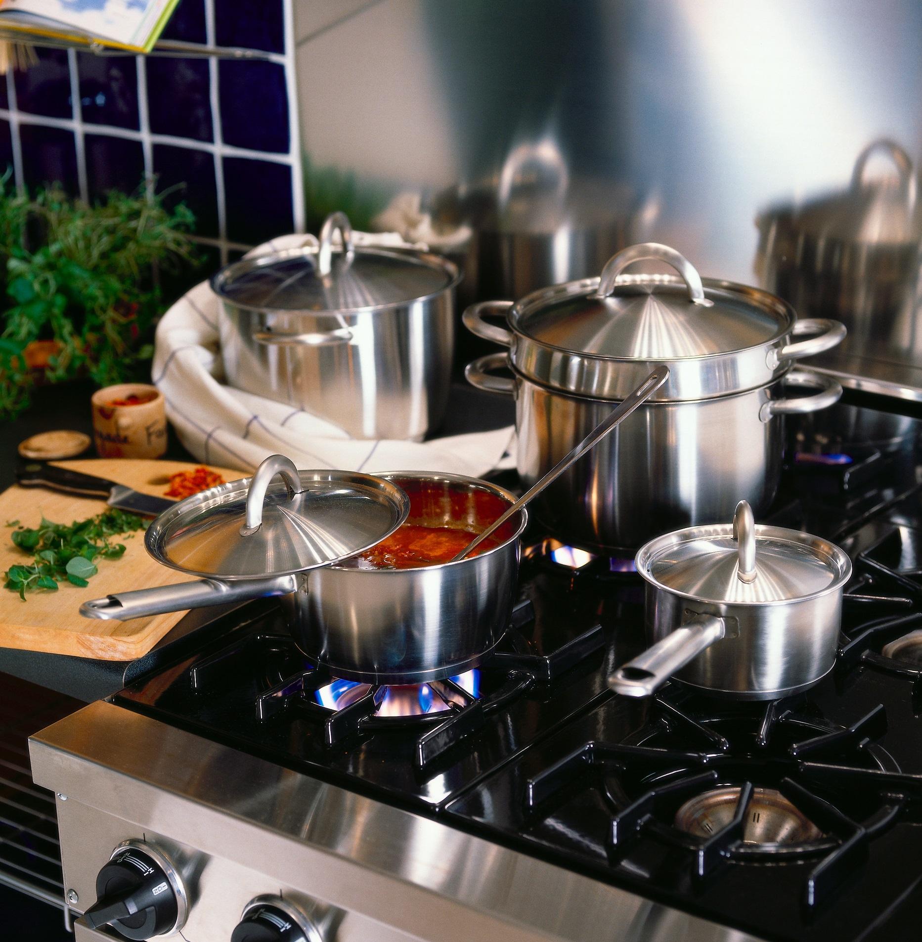Столовые приборы и посуда для приготовления