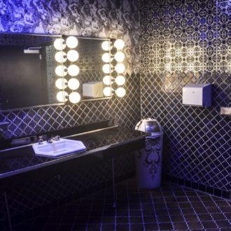 Модная плитка для ванной комнаты 2018 — 30 фото в интерьере
