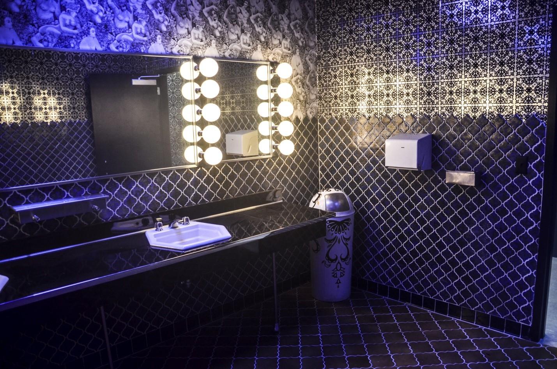 Модная плитка для ванной комнаты 2020 - 30 фото в интерьере