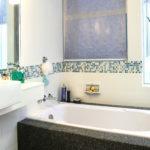 Современный дизайн маленькой ванной комнаты: отделка плиткой, фото идеи и новинки