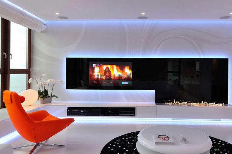 Телевизор с камином в современном интерьере