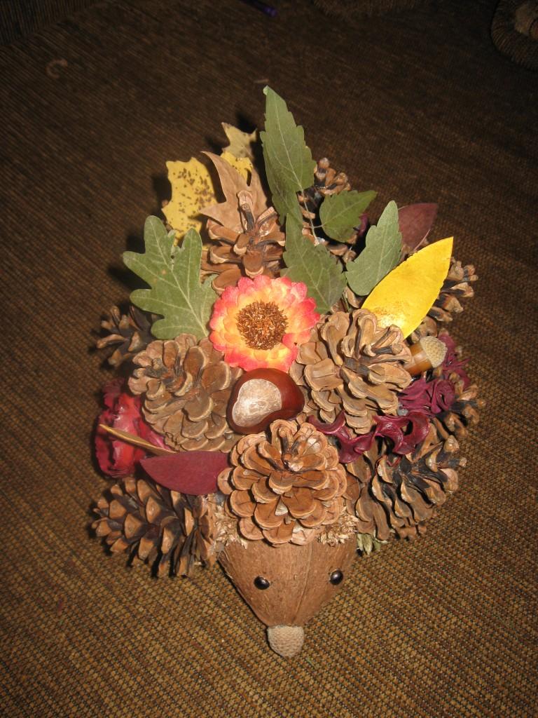 Поделки из шишек и листьев своими руками фото для детского сада