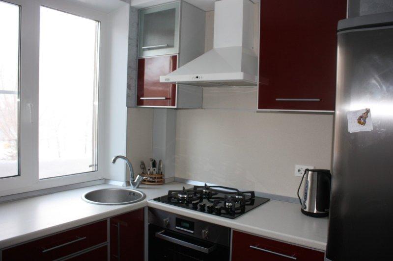 Как же устроить удобную, красивую и функциональную кухню, когда не располагаем слишком большим пространством?