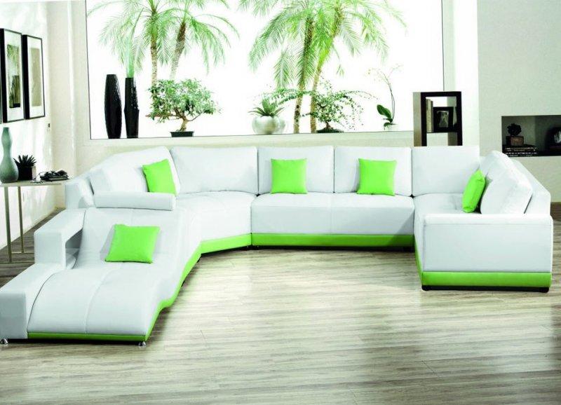 интерьер зала с угловым диваном