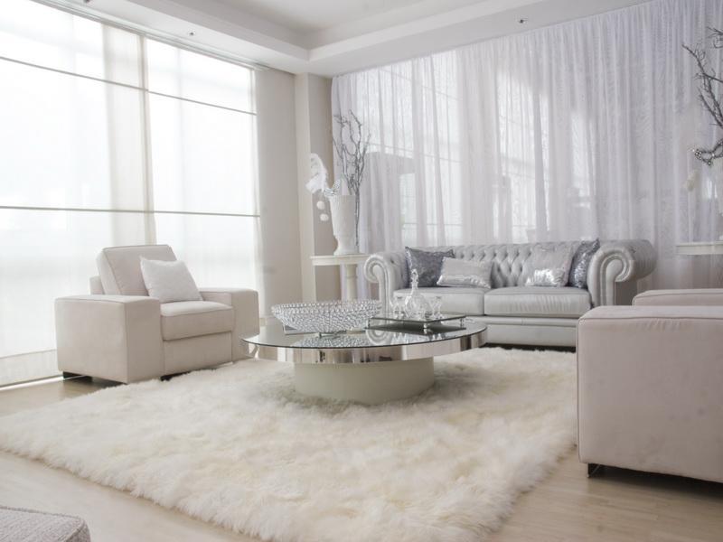 интерьер спальни с белым полом