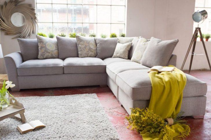 угловой диван в современном интерьере
