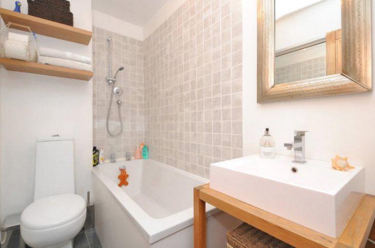 идея маленькой ванной комнаты со стиральной