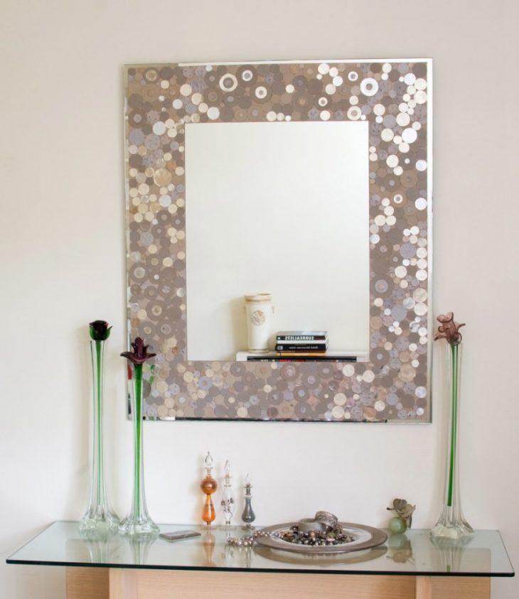 зеркала в интерьере гостиной