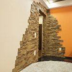отделка дверей декоративным камнем