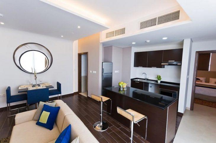 дизайн светлой кухни гостиной