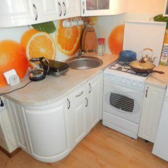 Маленькая угловая кухня с барной стойкой. 95 фото угловых кухонь маленького размера