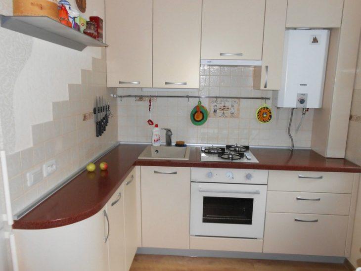 угловая кухня с маленьким углом