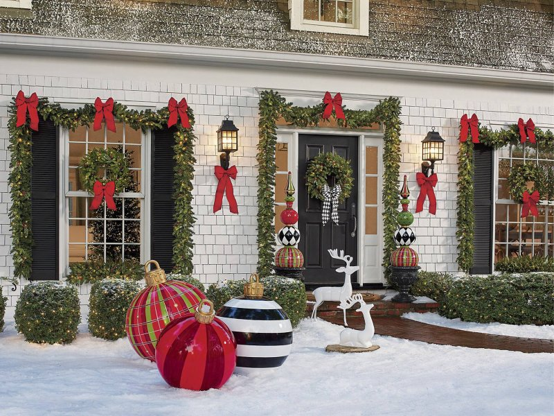 BLOG_christmas-porch-ideas-decorations-classic