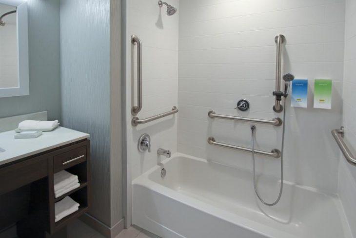 ванные для инвалидов и пожилых людей