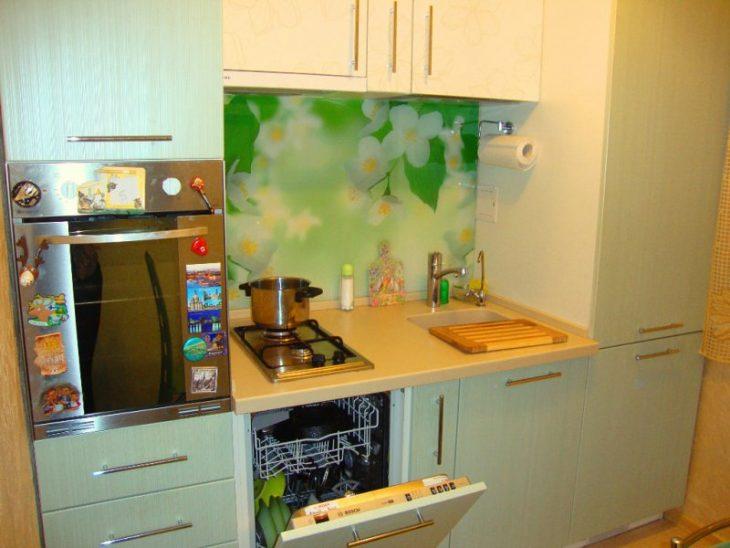 дизайн кухни в хрущевке с газовой