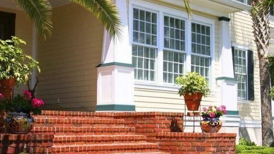 Крыльцо дома - варианты, фото, идеи оформления